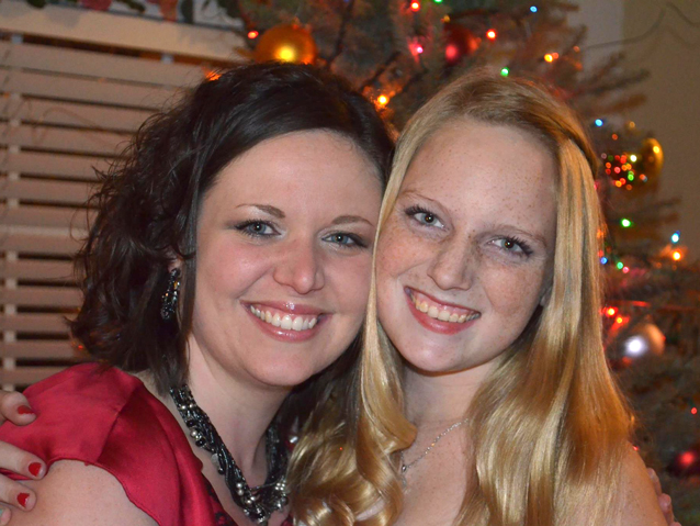 Tabitha Teutsch (L) and Brianna Kelly (R)